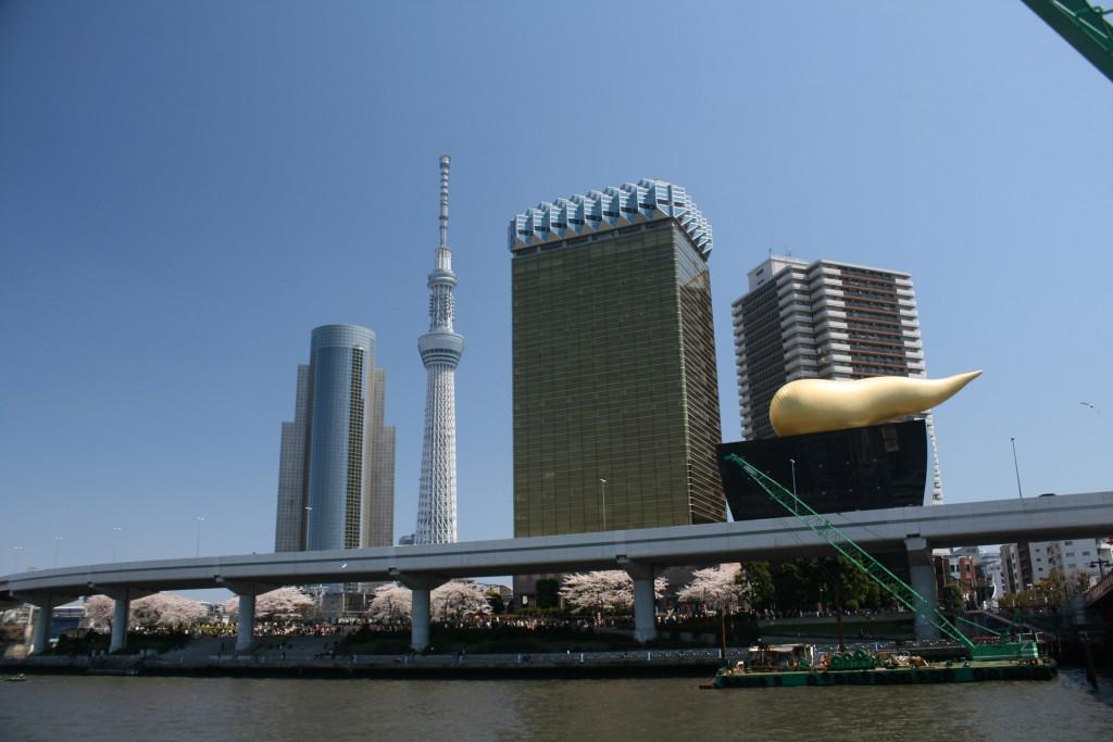 tokyo skytree from yakatabune