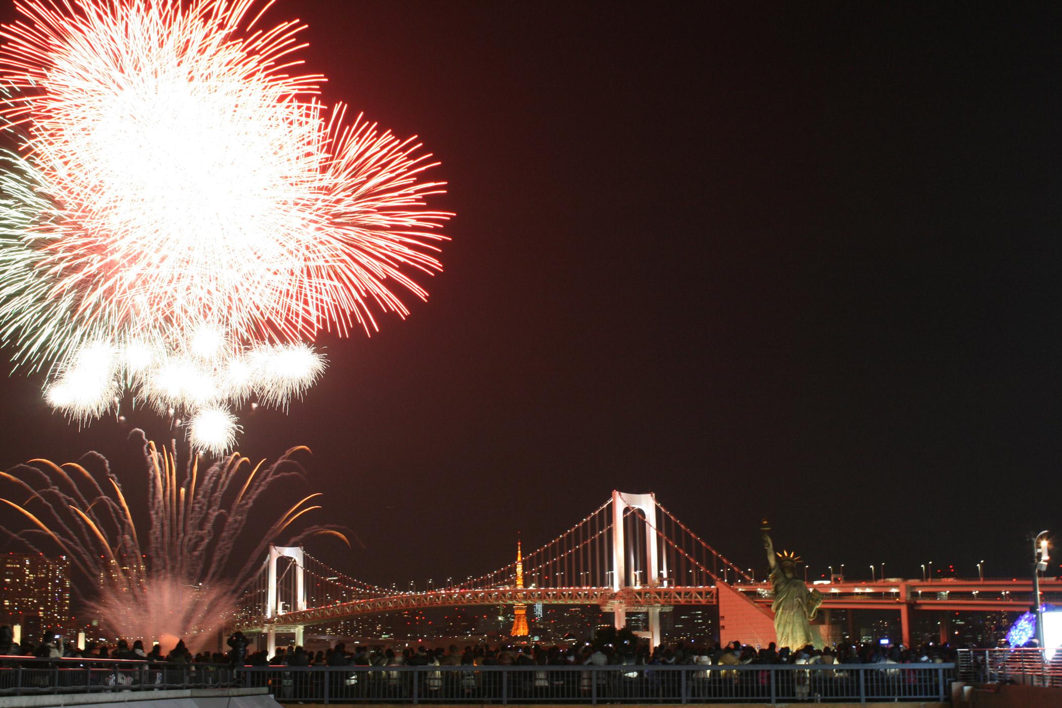 hanabi fireworks and rainbow bridge - view from yakatabune