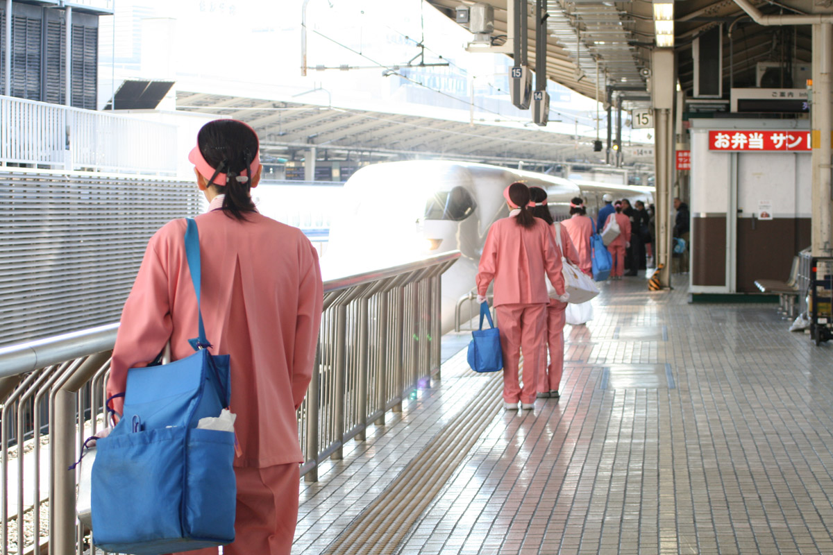 Shinkansen, Bullet Trains' cleaners
